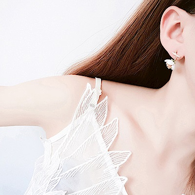 Hera赫拉 樹枝雛菊不對稱耳環