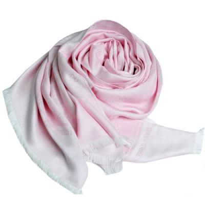 Karl Lagerfeld Paris 品牌繽紛浮水印嫘縈材質造型圍巾(粉紅色系)