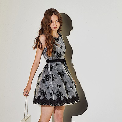 Ribbon 雙層設計拼接3D蕾絲雕花造型禮服洋裝-黑(共2色)