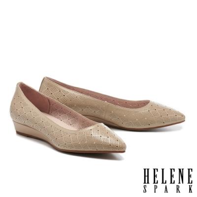 低跟鞋 HELENE SPARK 典雅魅力沖孔羊皮楔型低跟鞋-米