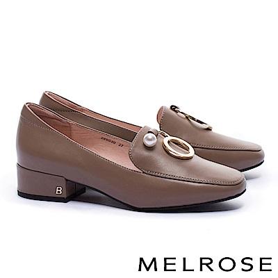 低跟鞋 MELROSE 復古質感珍珠圓飾全真皮方頭低跟鞋-可可
