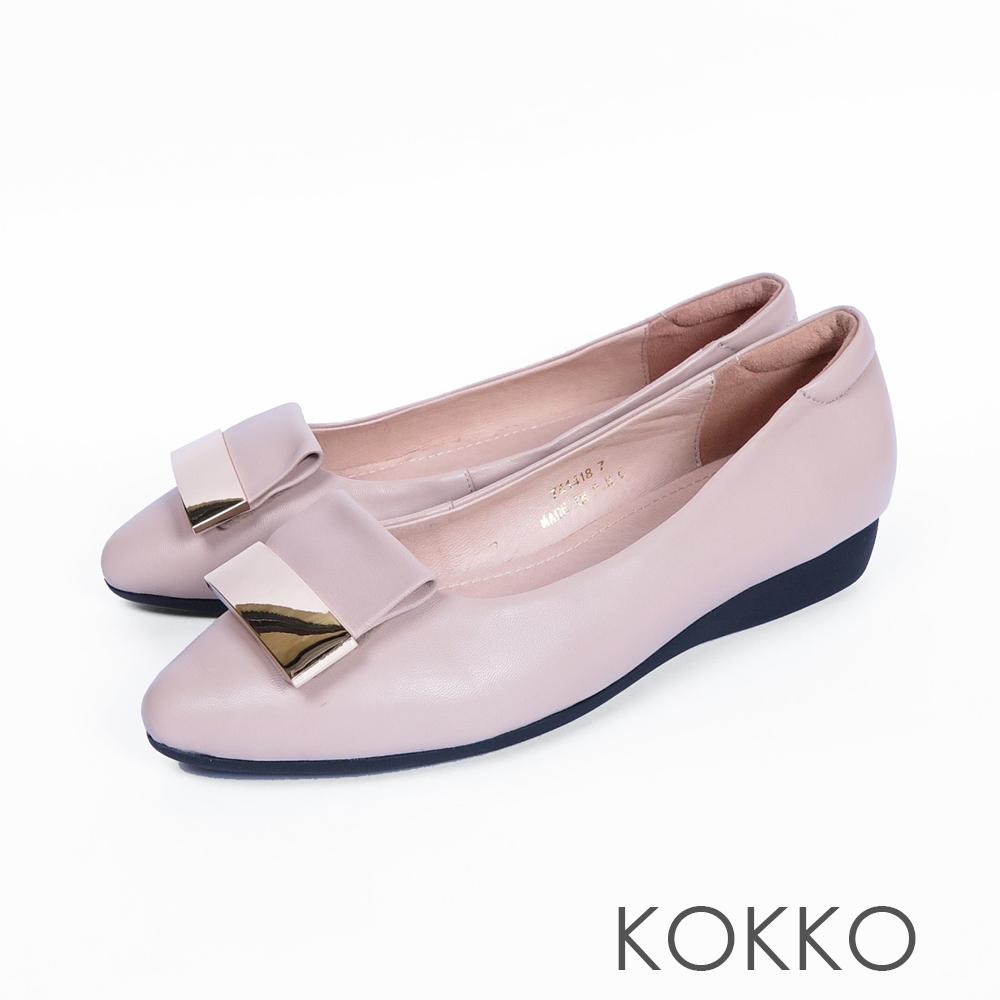 KOKKO -發現美好金屬扣真皮尖頭平底鞋-杏仁膚
