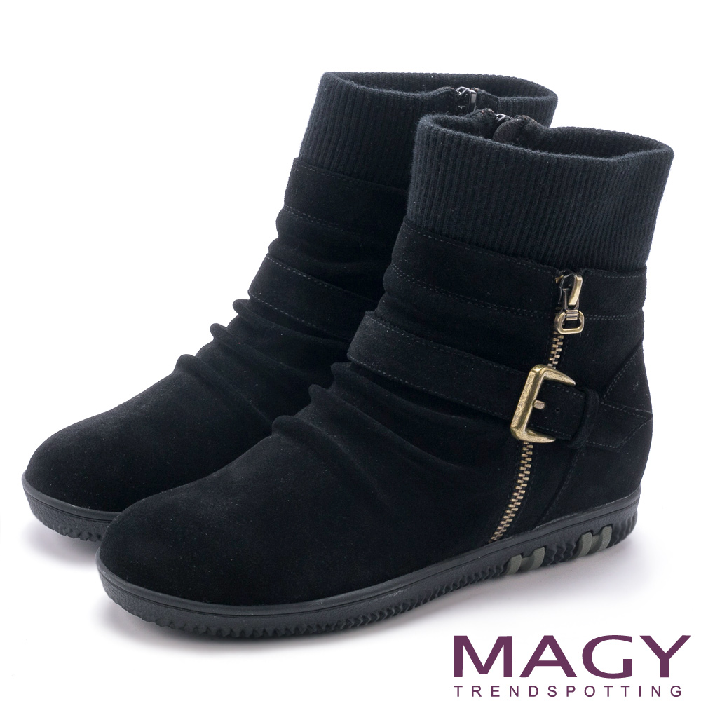 MAGY 暖冬時尚 扣環拉鍊平底麂皮內增高襪靴-黑色