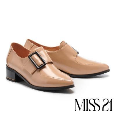 高跟鞋 MISS 21 復古率性大方釦尖頭粗高跟鞋-粉膚