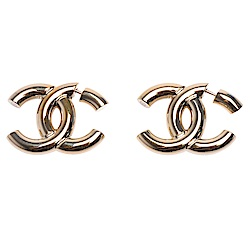 CHANEL 經典金屬大CC LOGO穿式耳環(金)