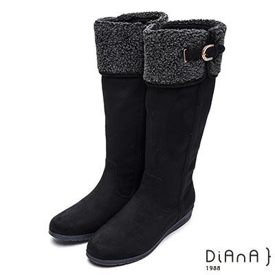 DIANA 俏麗有型--翻領羔羊毛D字釦鑽飾羊絨厚底長靴-黑