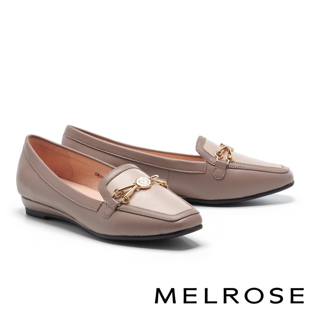 低跟鞋 MELROSE 經典時髦金屬釦跳色真皮方頭樂福低跟鞋-米