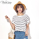 Victoria前短後長落肩短袖T-女-白底黑條