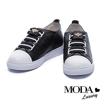休閒鞋 MODA Luxury 摩登撞色蜜蜂造型釦飾厚底休閒鞋-黑
