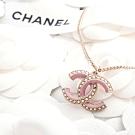 CHANEL 新款香奈兒雙C LOGO金屬鑲珍珠配粉紅琺瑯邊項鍊 (金色)