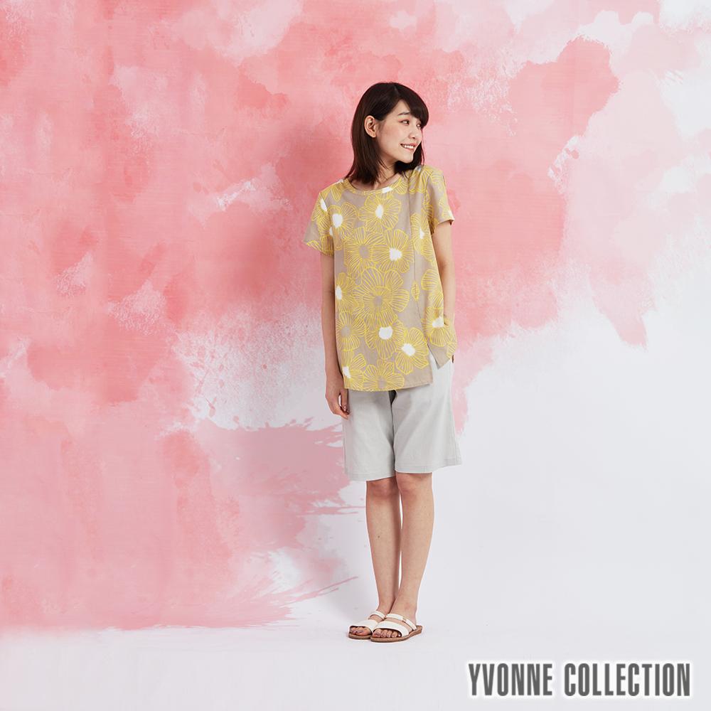 YVONNE 棉麻花卉下擺開衩短袖上衣-黃