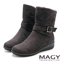 MAGY 暖冬時尚 2WAY扣環捲毛絨布短靴-灰色
