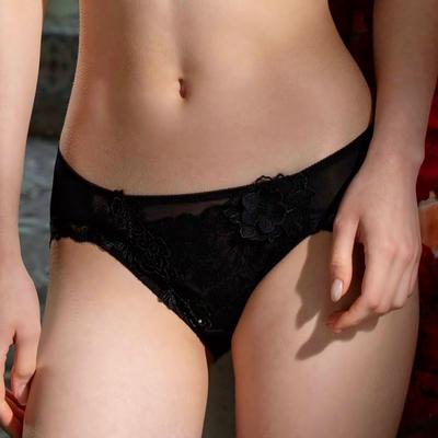 莎露-I believe.我相信-優雅系列 M-LL中低腰三角褲(慵懶黑) 搭配內褲