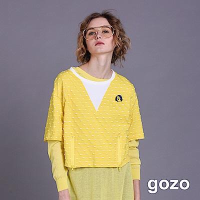 gozo 趣味人像別針點線配色拼接上衣(二色)