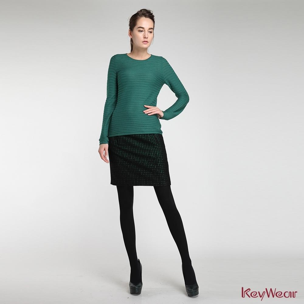 KeyWear奇威名品    時尚基本款立體組織紋路針織上衣-綠色