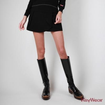 KeyWear奇威名品  刷毛雙面折疊波浪修飾短裙-黑色