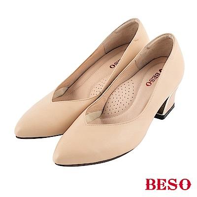 BESO 粉領魅力 V口電鍍粗跟高跟鞋~米