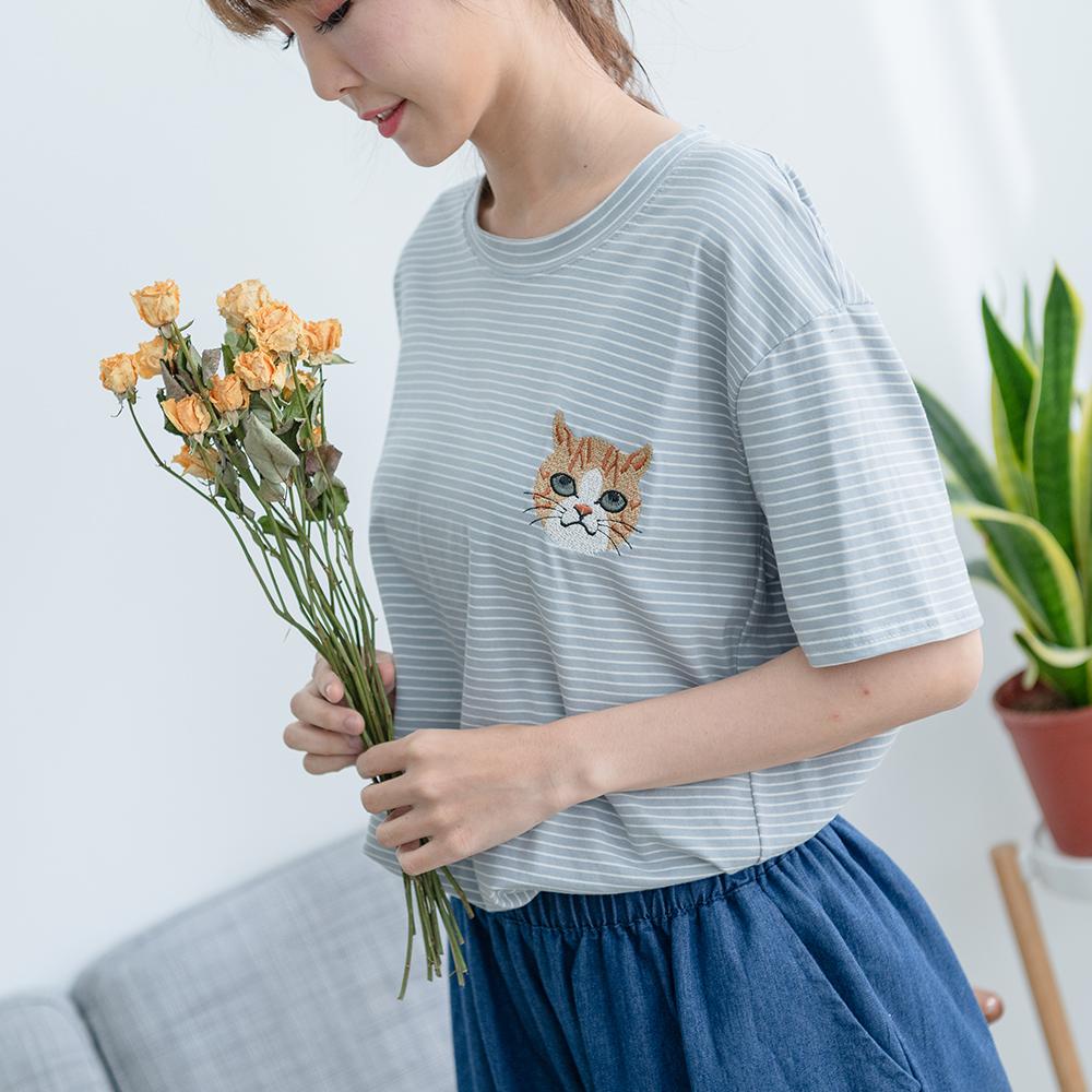 慢 生活 貓咪刺繡條紋短袖T-紅/藍
