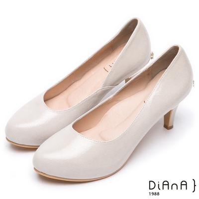 DIANA 素雅美人--真羊皮純色乾淨高跟鞋-米