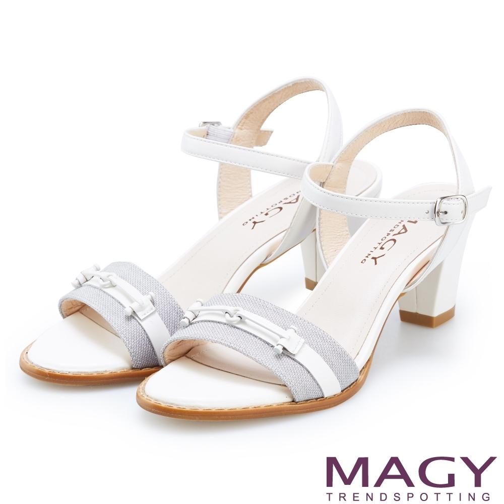 MAGY 夏日甜美時尚 牛皮拼接布面一字粗跟涼鞋-白色