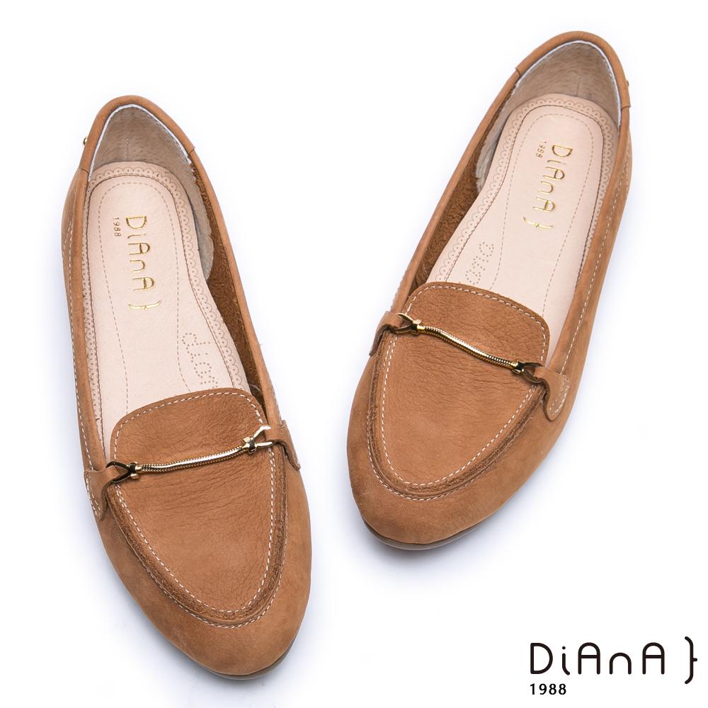 DIANA 漫步雲端超厚切焦糖美人款—光澤金屬釦真皮尖頭平底鞋-棕