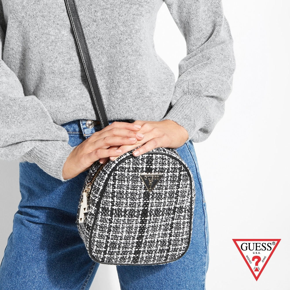 GUESS-女包-小香風優雅編織格紋後背包-黑 原價2690