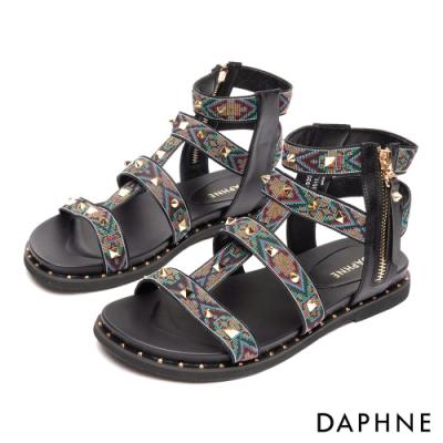 達芙妮DAPHNE 涼鞋-民俗圖騰鉚釘平底羅馬款涼鞋-黑