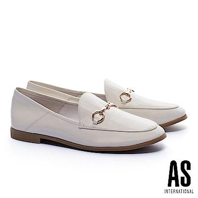 低跟鞋 AS 經典潮流金屬馬銜釦漆皮樂福低跟鞋-白
