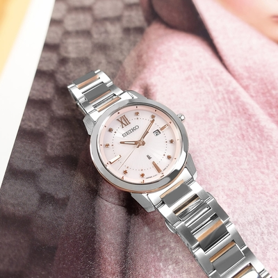 SEIKO 精工 LUKIA 太陽能 優雅 日期 防水不鏽鋼手錶-淡粉x鍍玫瑰金/31mm