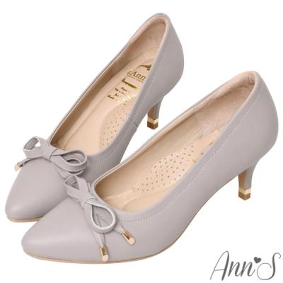 Ann'S自帶氣質光環-小羊皮質感壓紋蝴蝶結尖頭跟鞋-灰