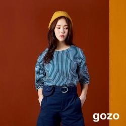 gozo 彩色條紋繽紛色釦雙面穿五分袖上衣(深藍)