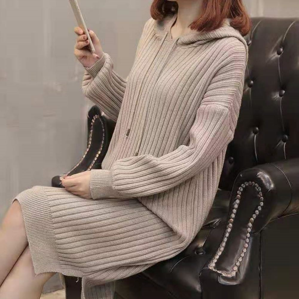 La Belleza素色連帽毛球抽繩粗坑條側開叉包心紗針織長版洋裝