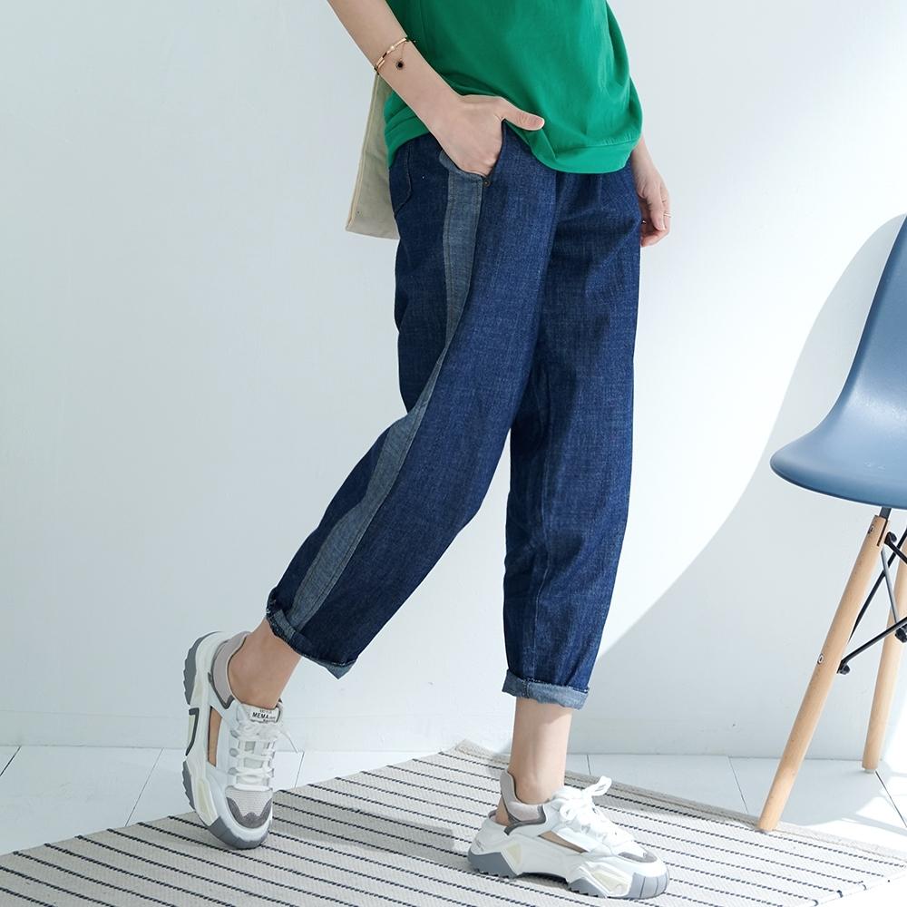 慢 生活 鬆緊腰運動風拼接單寧長褲- 藍/黑