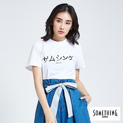 SOMETHING 亞維儂 日文半高領短袖T恤-女-白色