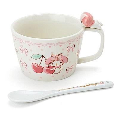 Sanrio 美樂蒂立體趴趴造型人偶陶磁馬克湯杯附匙(櫻桃緞帶)