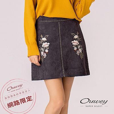 OUWEY歐薇 花藝造型刺繡絨面A字短裙(灰)