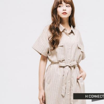 H:CONNECT 韓國品牌 女裝 -直條紋腰間綁帶襯衫洋裝-卡其