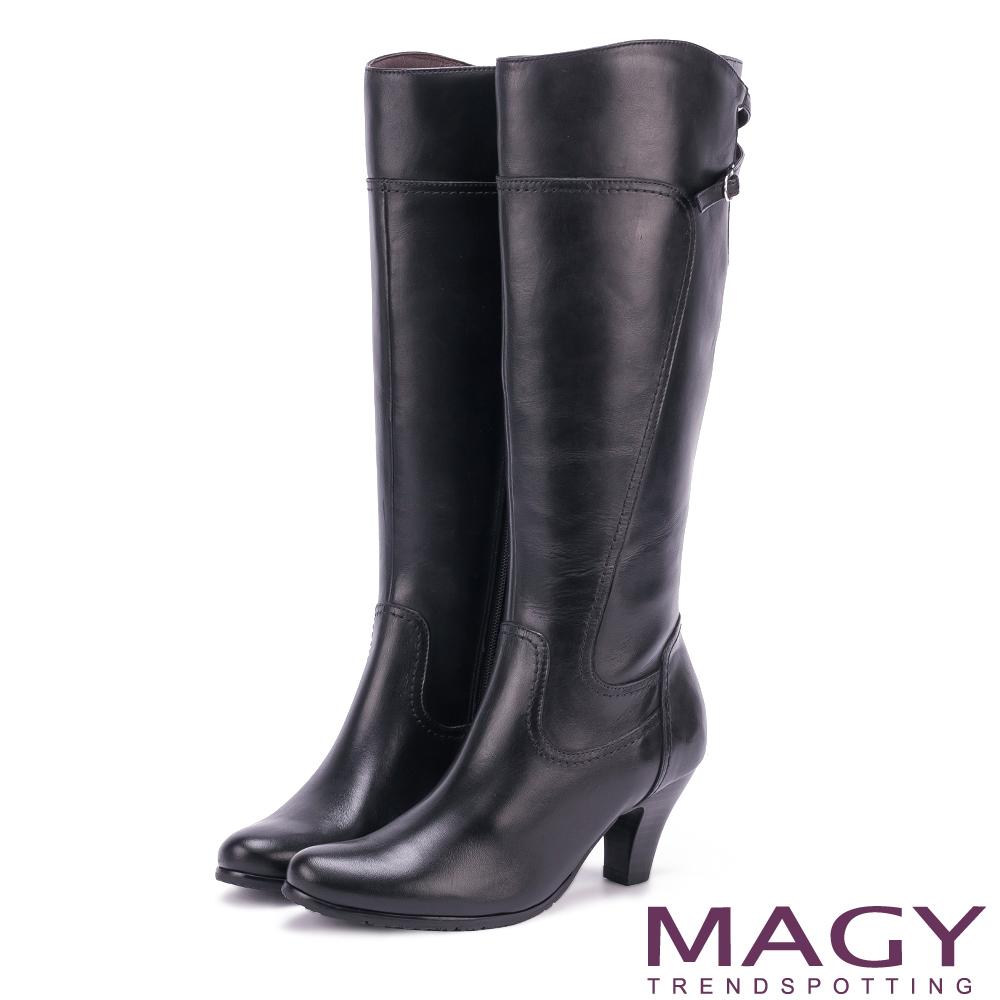 MAGY 展現獨特風采 蠟感牛皮細帶交叉長靴-黑色