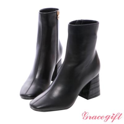 Grace gift X紀卜心-聯名素面壓紋高跟短靴 黑