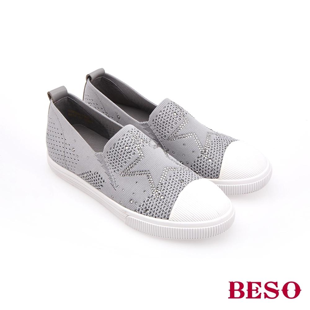 BESO時尚流行-飛織輕量燙鑽平底休閒鞋(網路獨家款)-淺灰色