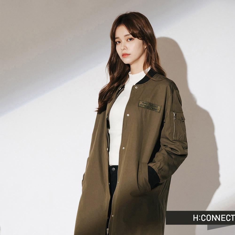 H:CONNECT 韓國品牌 女裝-貼布繡字長板風衣外套-綠