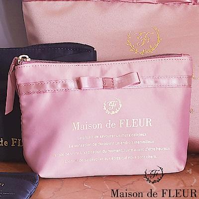 Maison de FLEUR 光澤感蝴蝶結金字LOGO化妝包