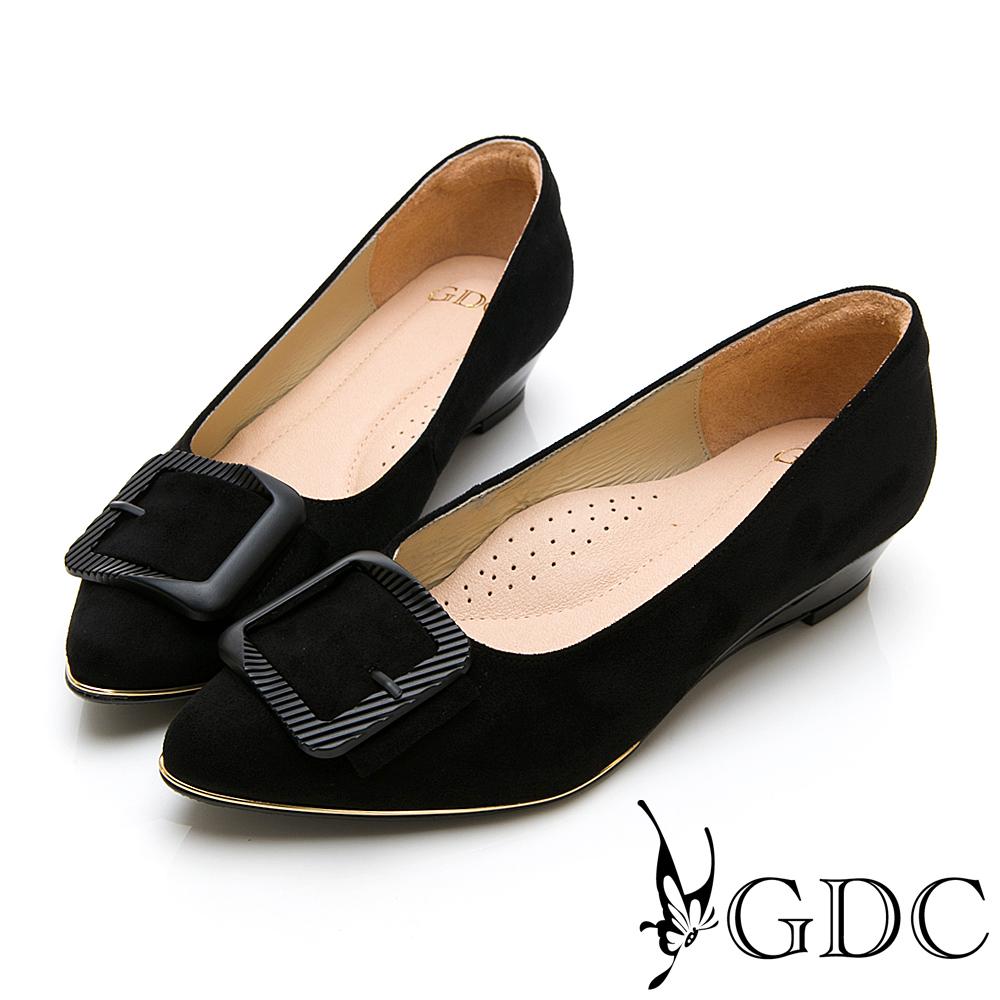GDC-尖頭質感方扣素色上班低跟包鞋-黑色
