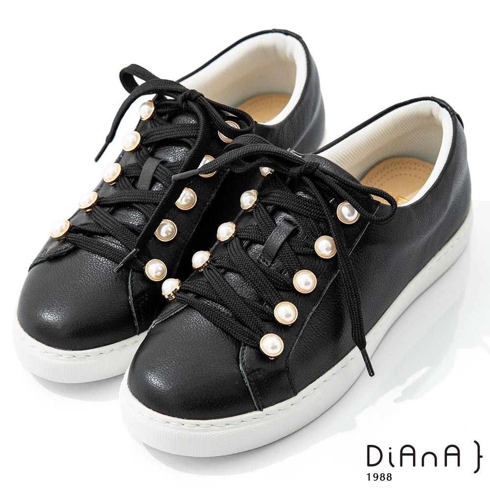 DIANA 2.5cm質感軟牛皮經典珍珠飾釦綁帶厚底休閒鞋-漫步雲端焦糖美人-黑