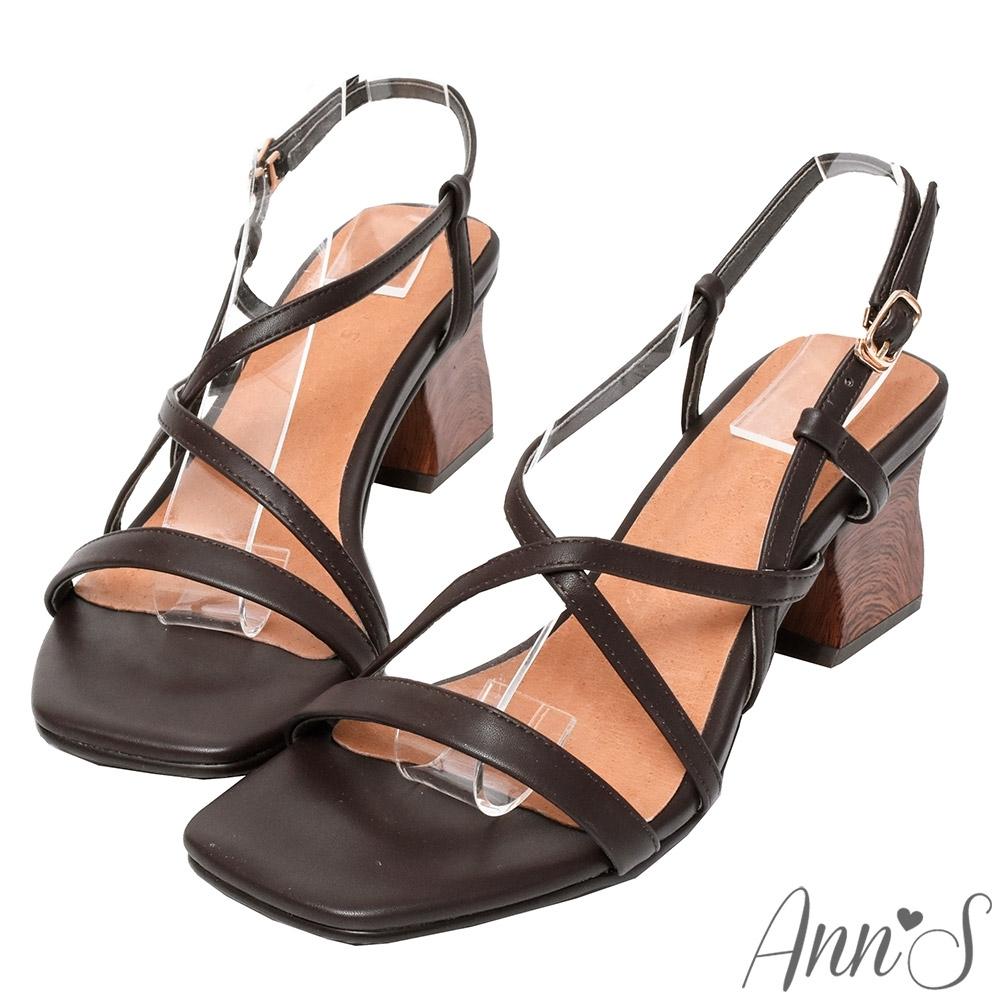Ann'S藝術木雕造型跟-一字交叉粗跟涼鞋-咖(版型偏小)
