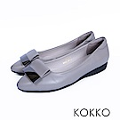 KOKKO -發現美好金屬扣真皮尖頭平底鞋-晨霧灰
