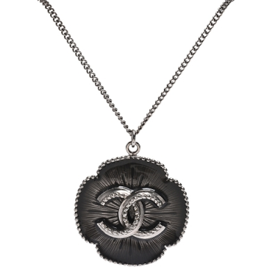 CHANEL 經典立體雙C LOGO滾邊設計琺瑯墜飾長項鍊(灰X銀)