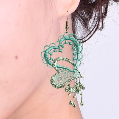 思薇爾 J.DESIGN愛心高級刺繡耳環(泉水綠)