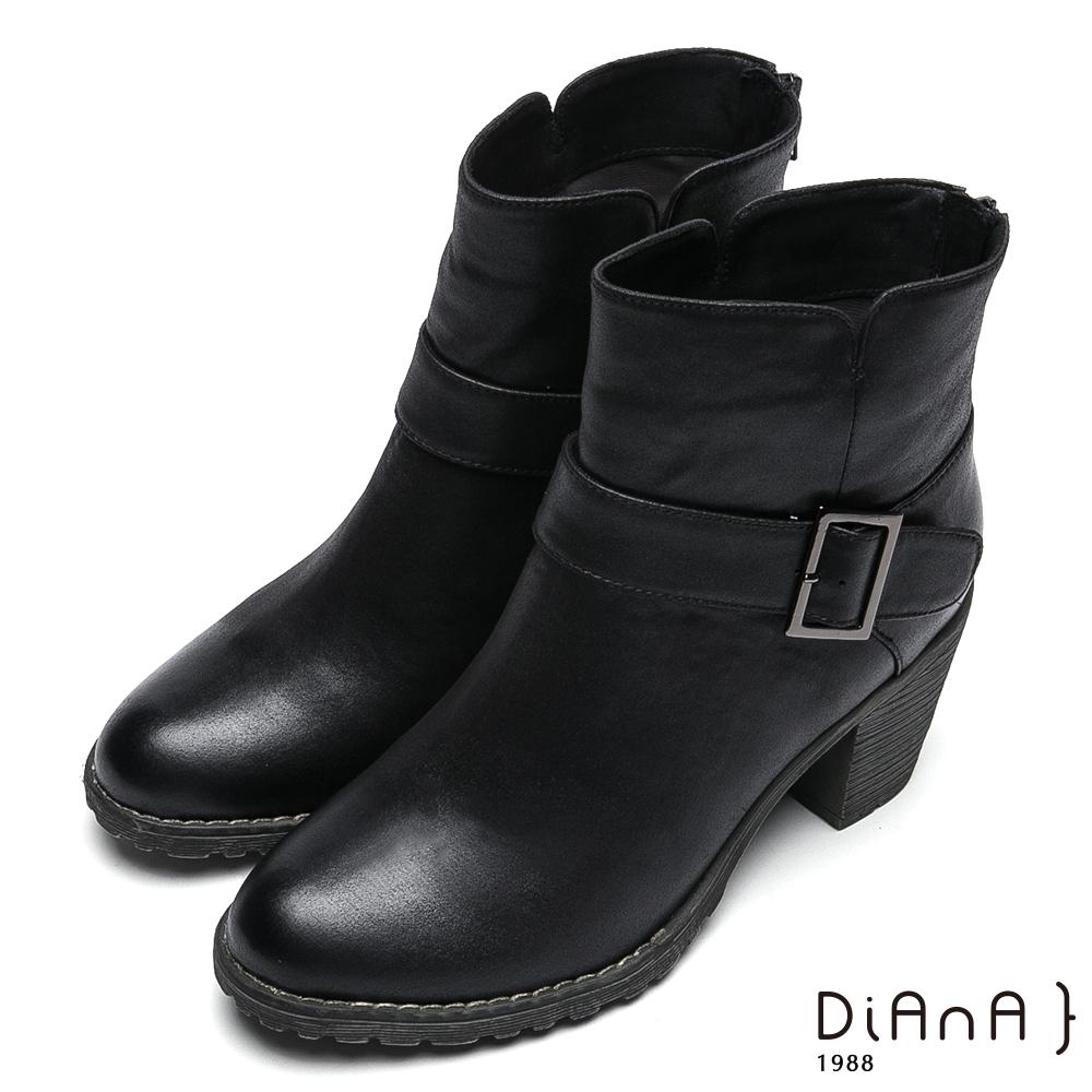 DIANA仿繞帶金屬釦飾後拉鍊高跟短靴-率性風貌-黑