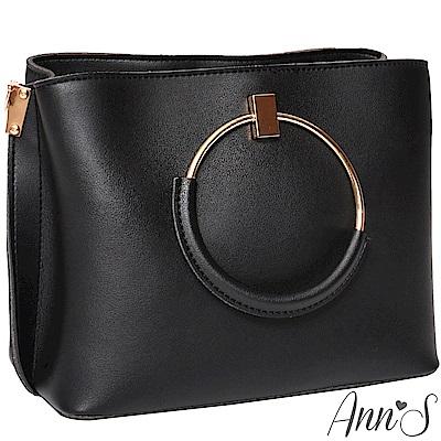 Ann'S質感女人-多造型條紋背帶金屬圓提把方包-黑